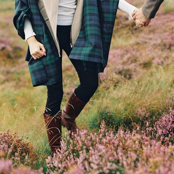 11-romantic-fall-engagement-outfit-ideas