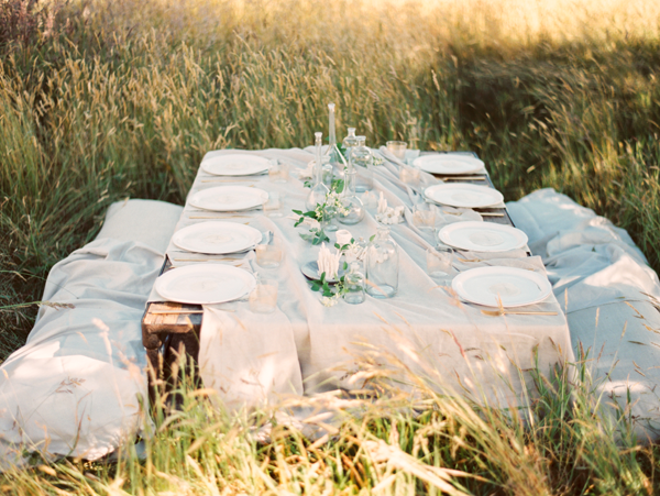 13-ethereal-outdoor-wedding-tablescape