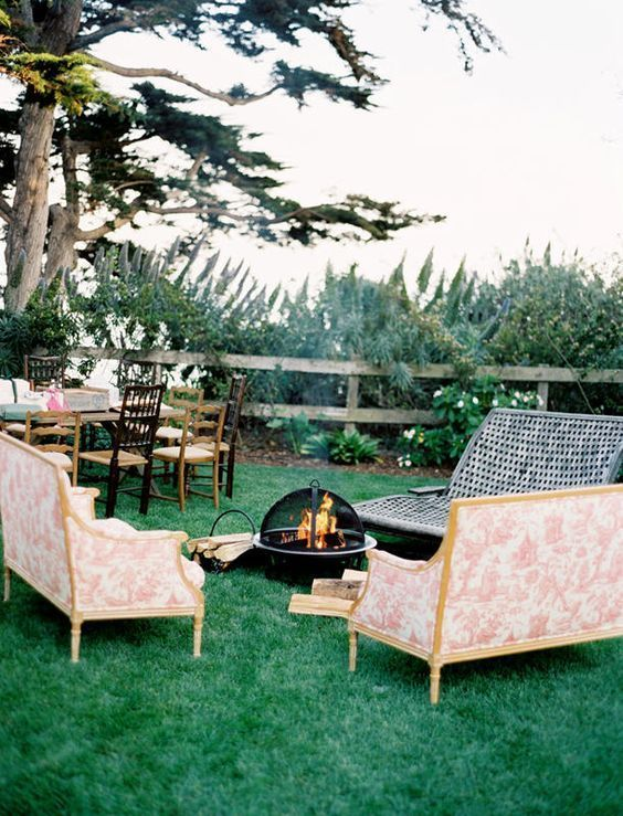 16-vintage-lounge-area-fireside