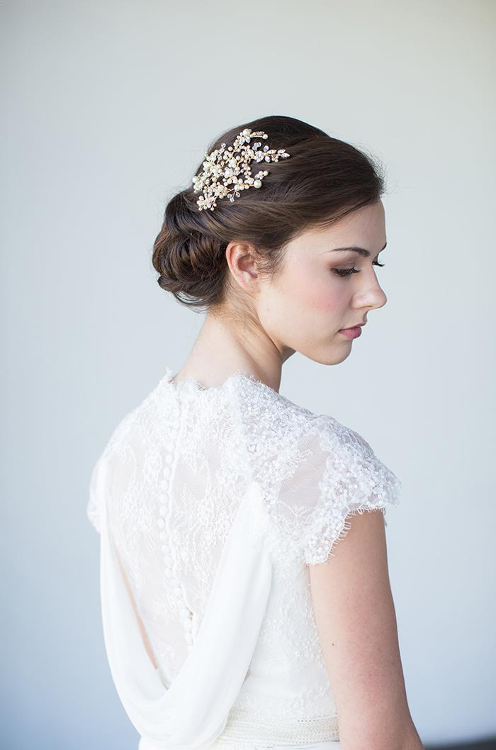 2-romantic-wedding-hair-piece-ideas