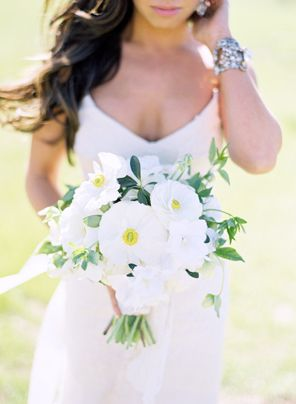 2-summer-white-green-wedding-bouquet