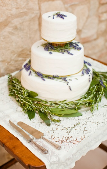 35-rustic-lavender-wedding-cake