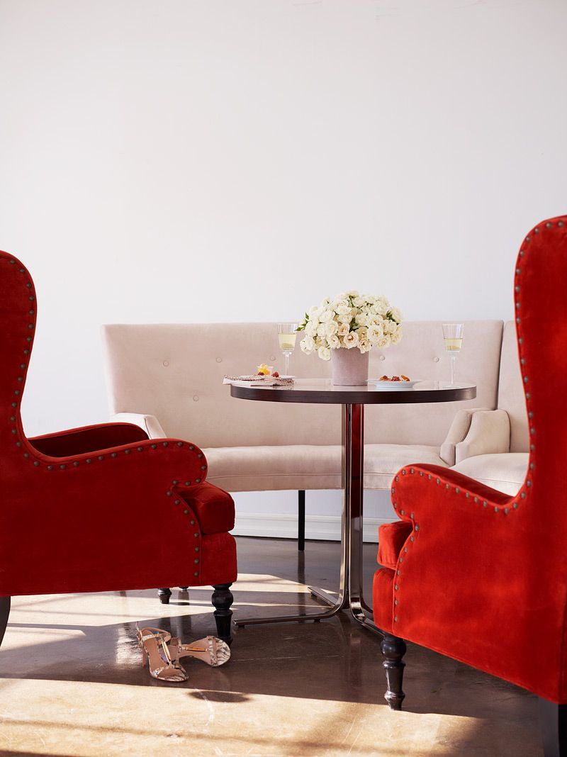 4-lounge-area-red-white