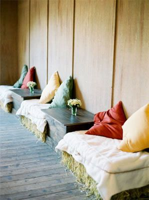 9-hay-bale-wedding-seating