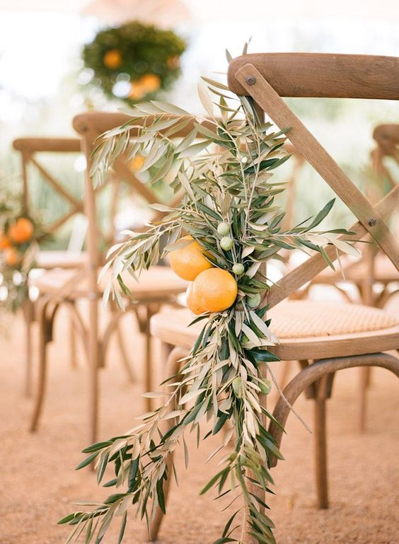 We love simple and understated ceremony details, especially when it comes to aisle decor. The perfect blend of organic and playful, this olive branch and citrus mix is a delightful addition to the wedding ceremony décor. You can recreate a similar look by lining your aisle with potted lemon or orange trees.