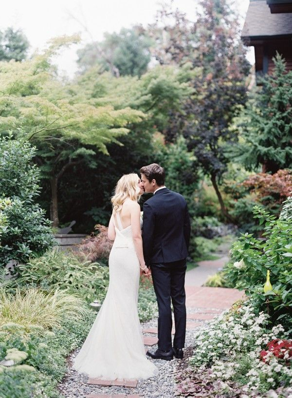 10-backyard-spring-garden-wedding