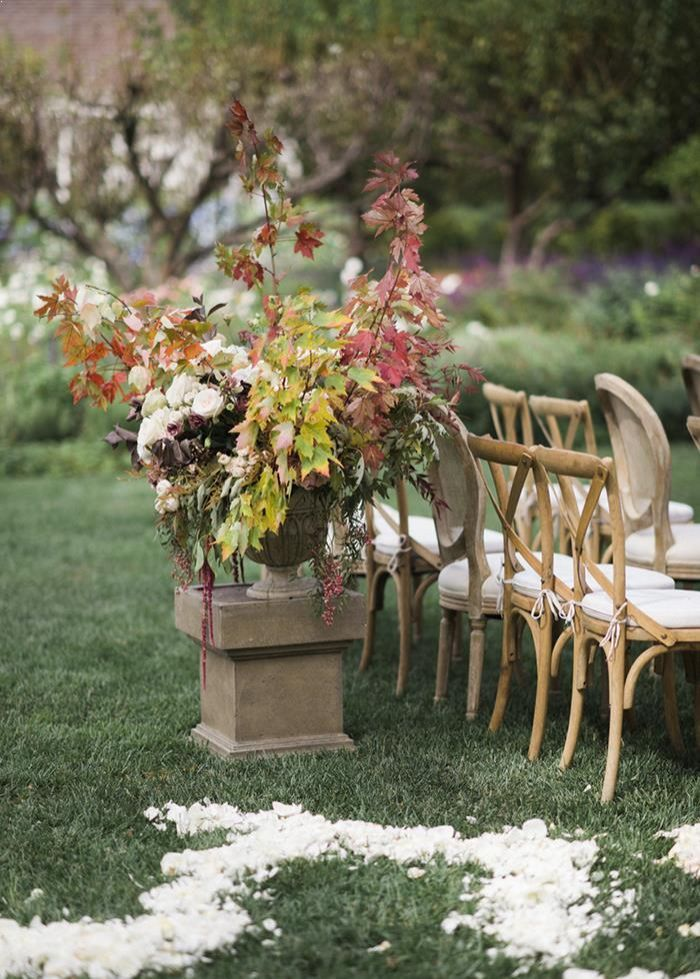 10-outdoor-fall-wedding-ceremony