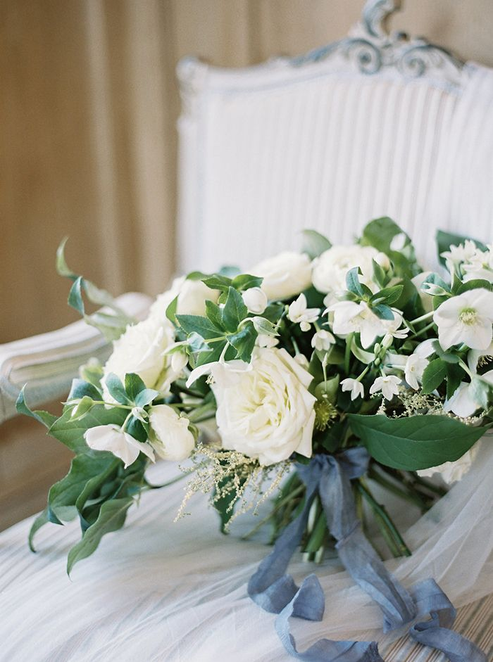 10-white-bouquet-blue-ribbon