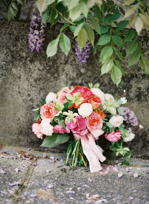 12-bright-spring-wedding-bouquet