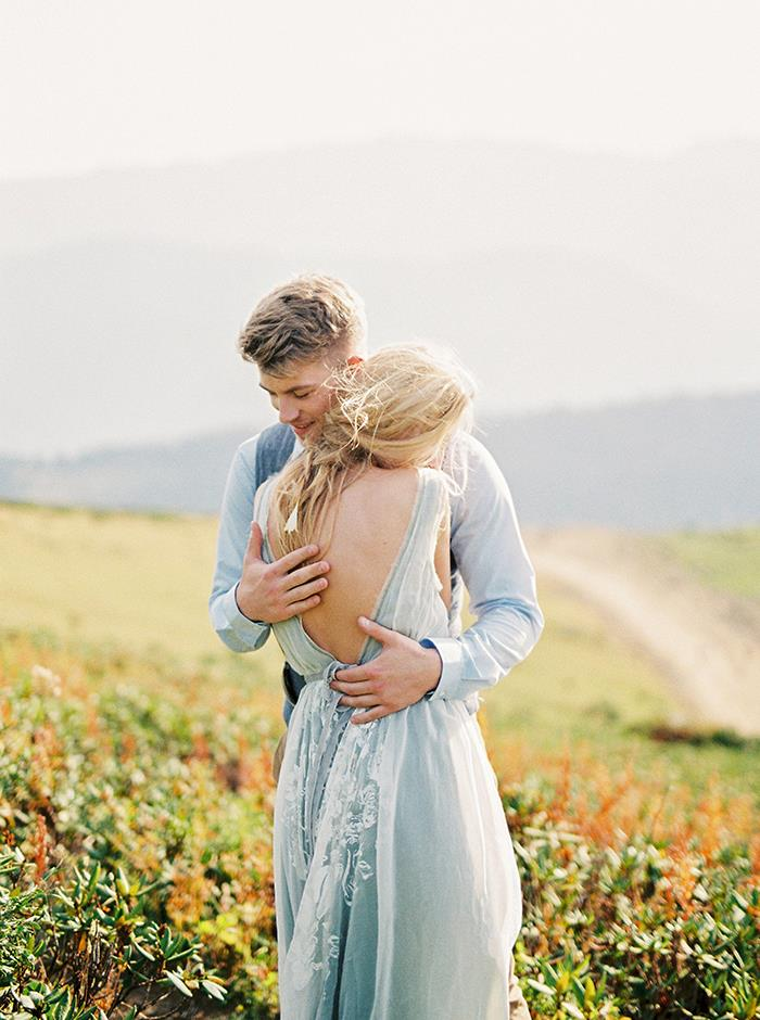 14-magical-outdoor-summer-engagement-session