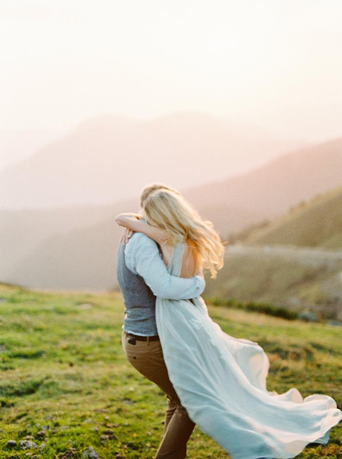 16-romantic-carefree-engagement-session
