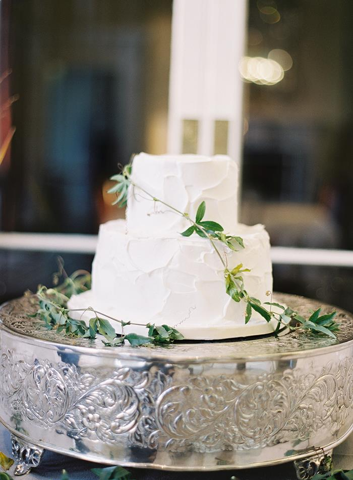 18-simple-white-green-natural-wedding-cake