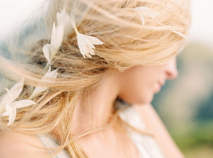 20-romantic-windswept-wedding-hairstyles
