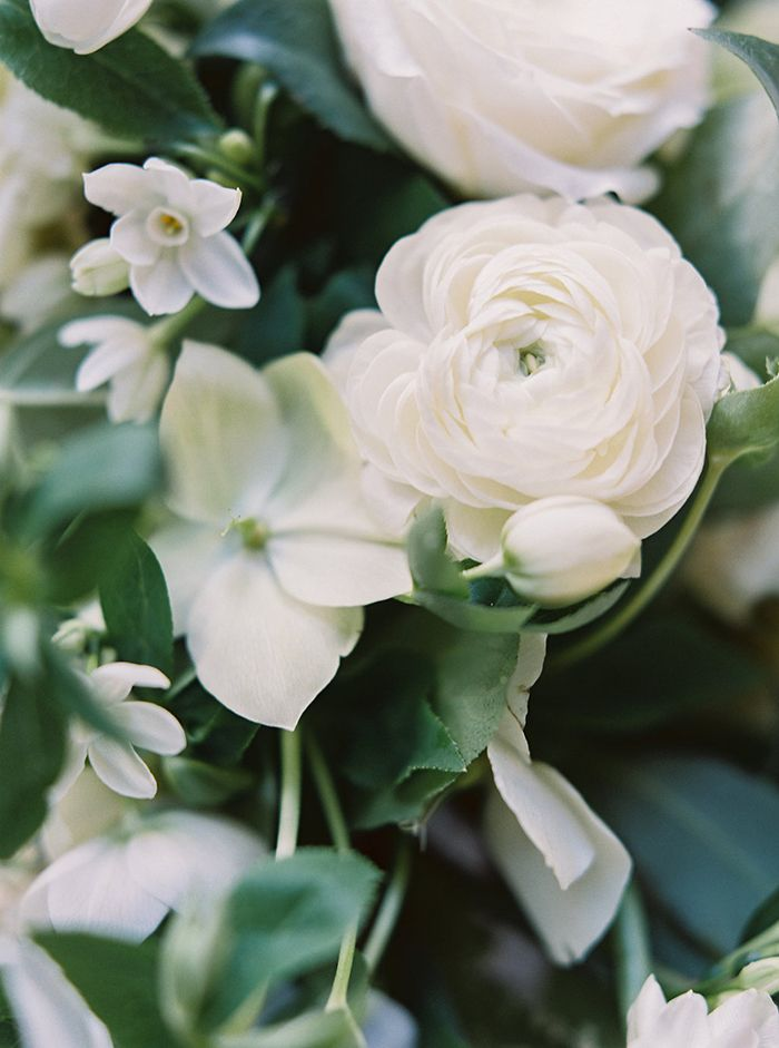 20-white-wedding-flowers