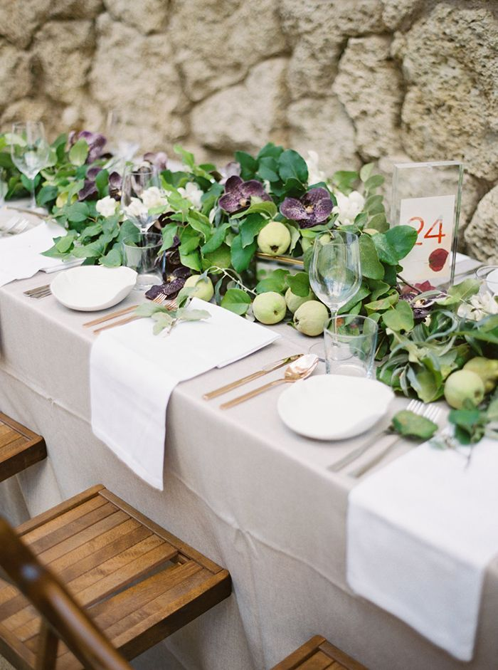21-foliage-table-runner-with-pears