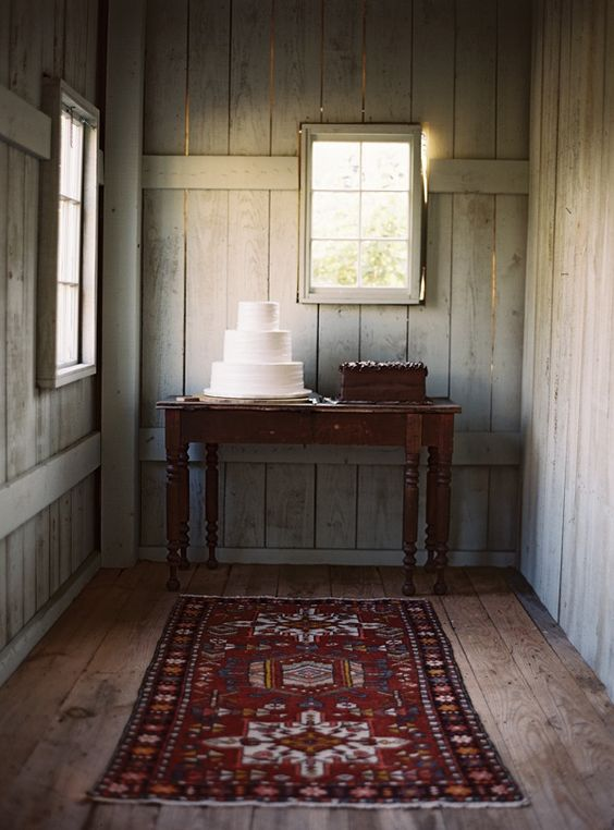 Chic Rustic Wedding Cake Table
