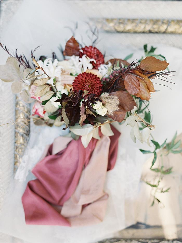 4-pink-red-white-fall-wedding-inspiration