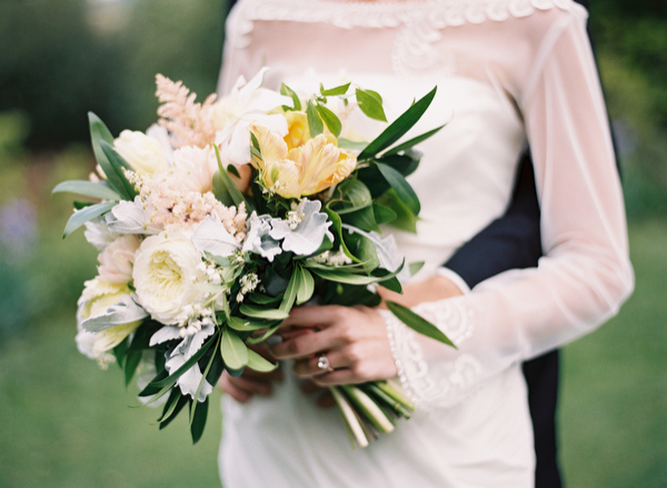 8-soft-elegant-spring-wedding-bouquet