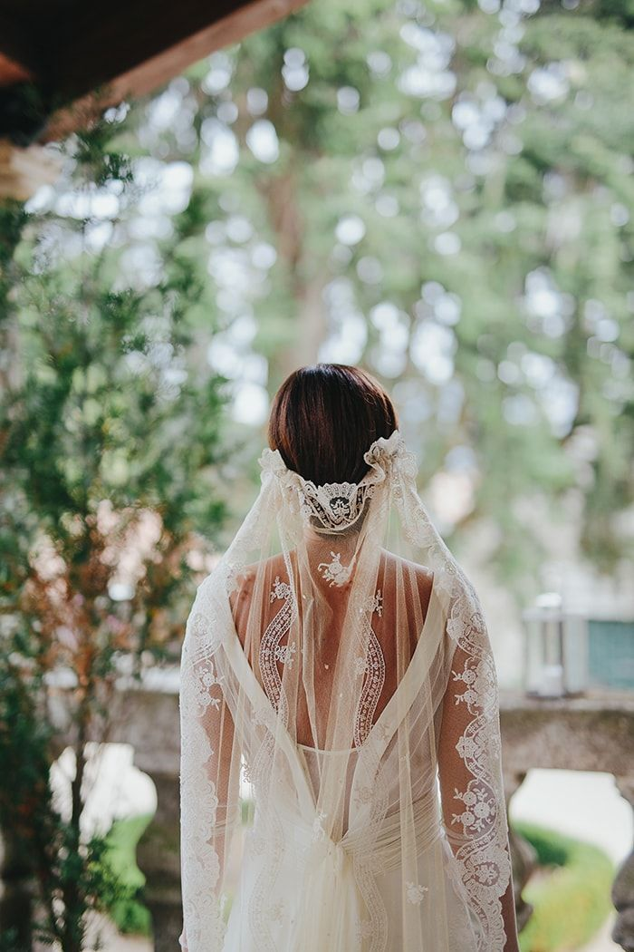 10-antique-lace-veil