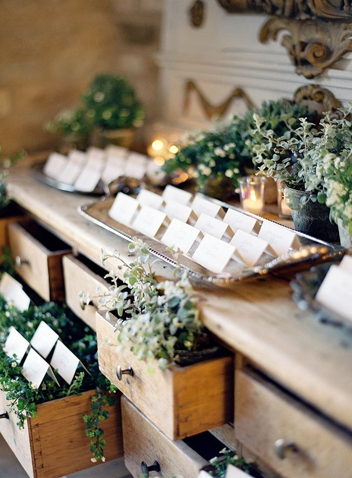17-greenery-escort-card-display