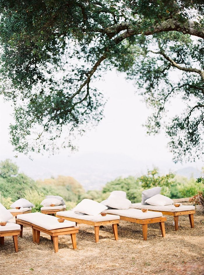 2-relaxed-ceremony-seating
