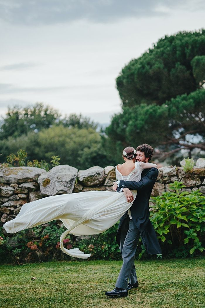 21-whimsical-bride-and-groom-portrait