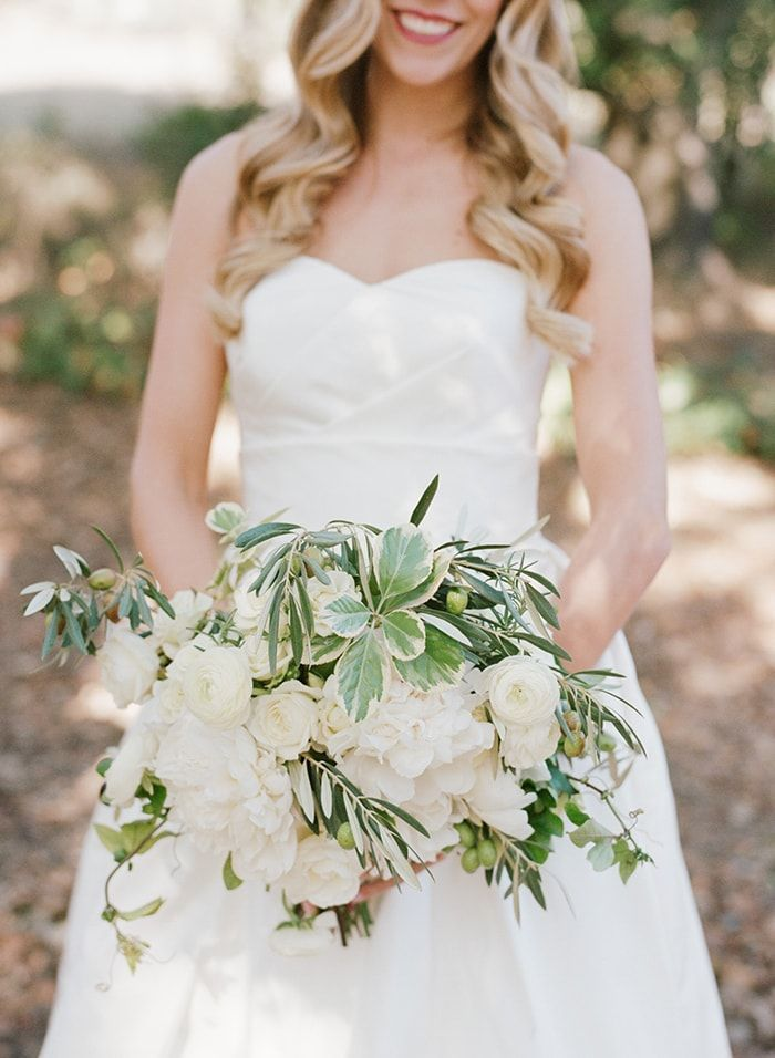 3-white-bridal-bouquet-greenery