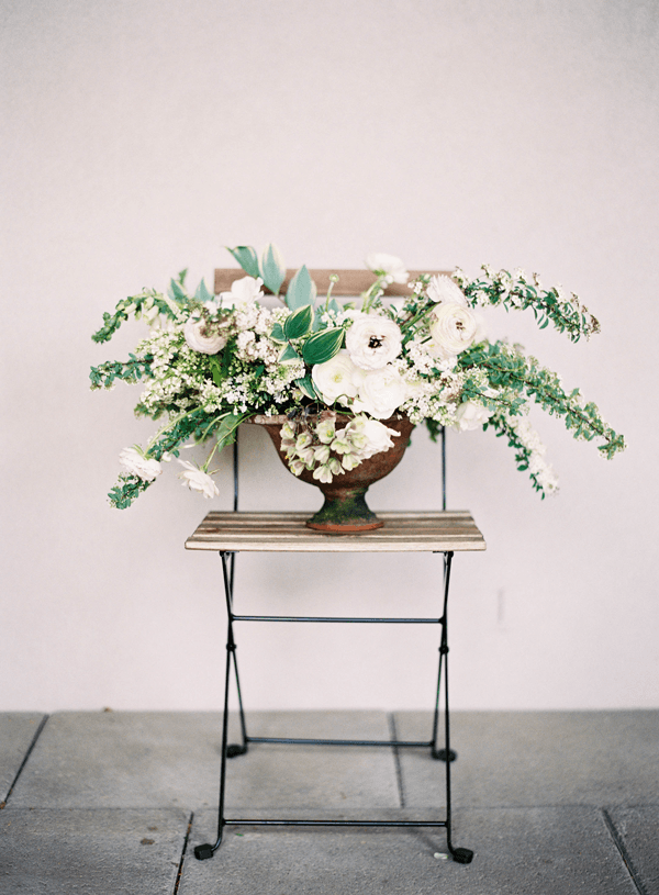 7-white-wedding-centerpiece-flowers