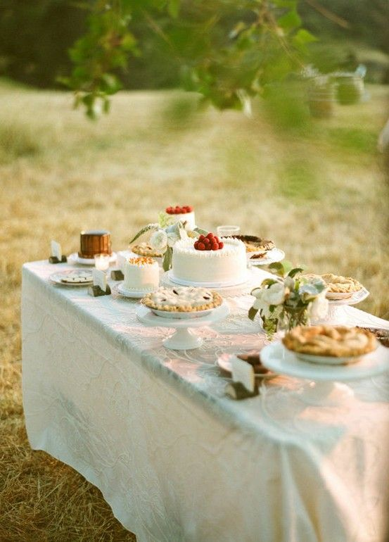 10-dessert-table-pies-wedding