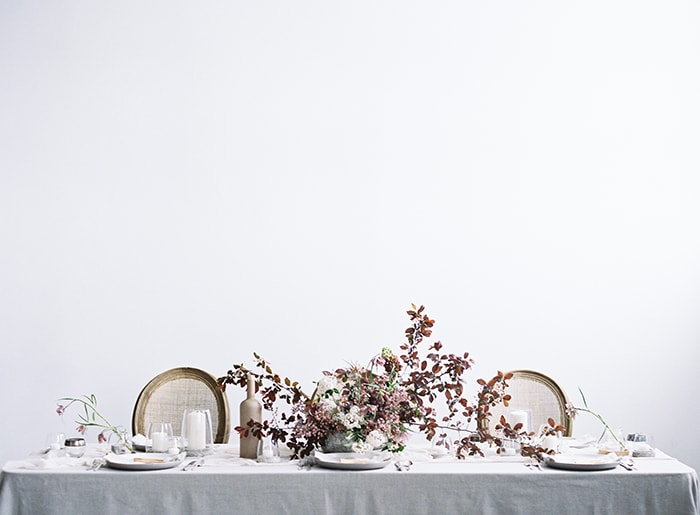 14-elegant-minimalist-table-inspiration
