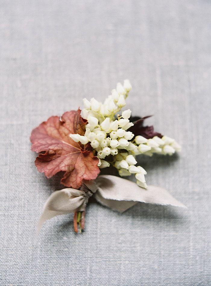 16-simple-spring-boutonniere
