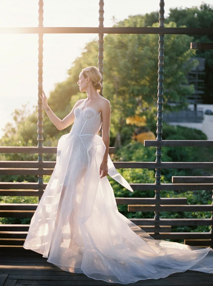 21-chic-and-modern-wedding-gown
