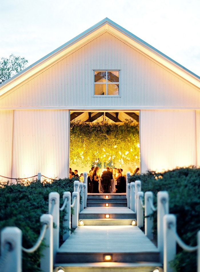 21-modern-barn-wedding
