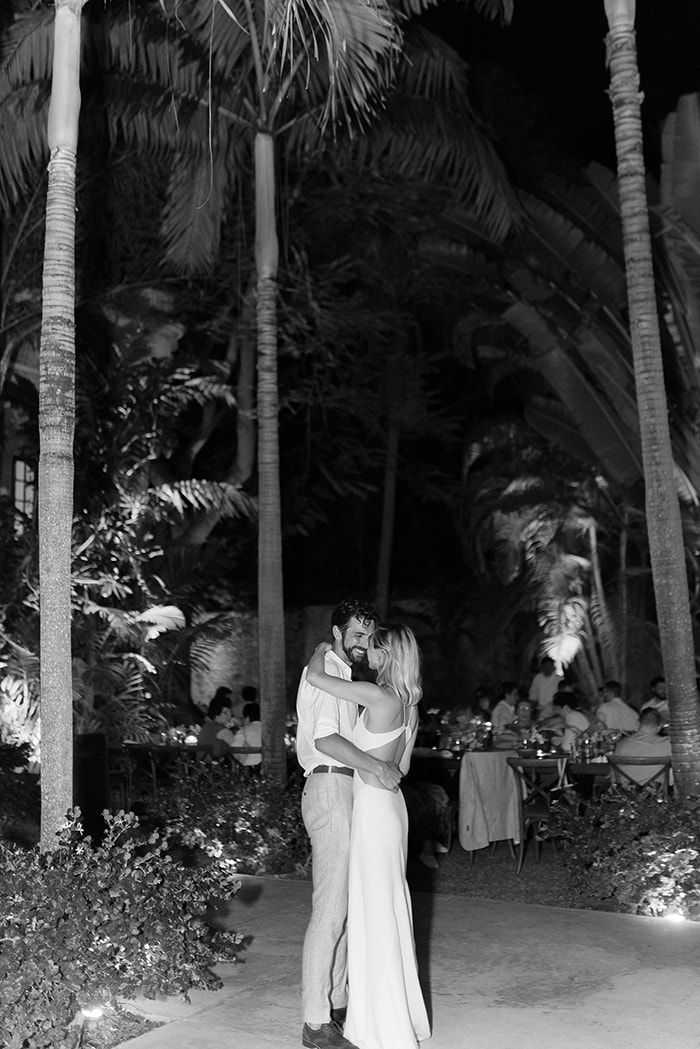 22-first-dance-under-palms