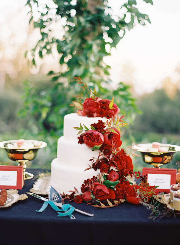 28-red-floral-wedding-cake