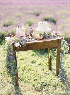 38-lavender-wedding-cake-table