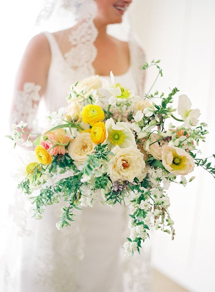 4-yellow-and-white-bouquet