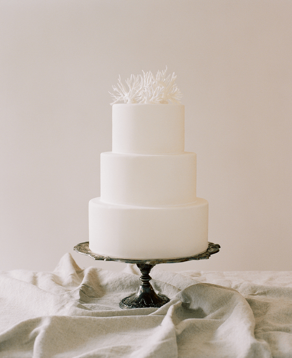 43-white-simple-wedding-cake