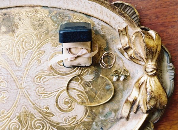 5-gold-jewelry-wedding-bands-florintine-tray-wood-bow