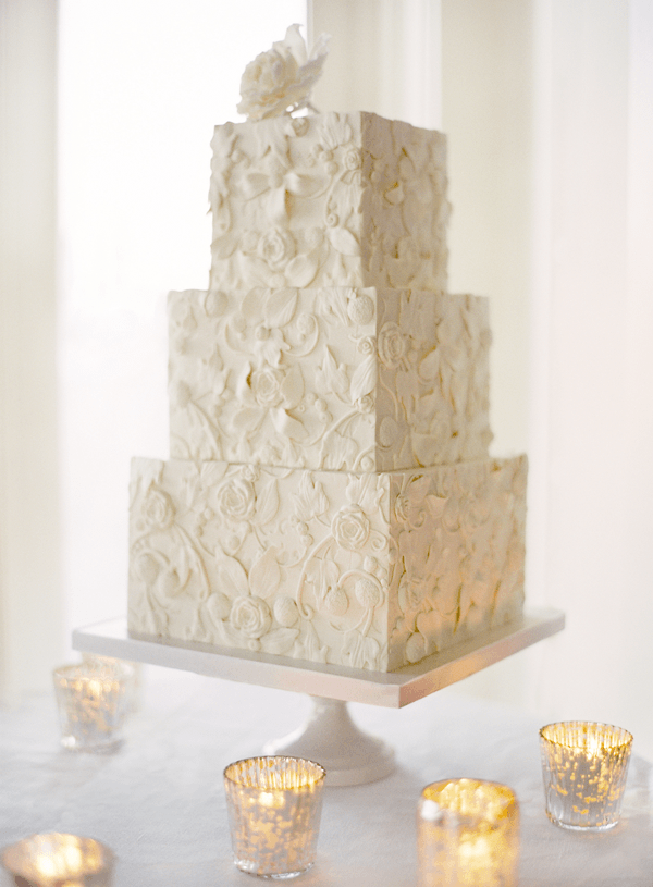 5-white-lace-wedding-cake