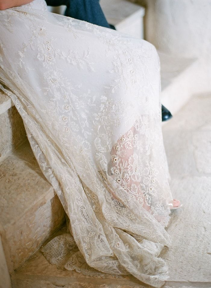 6-chantilly-lace-wedding-gown