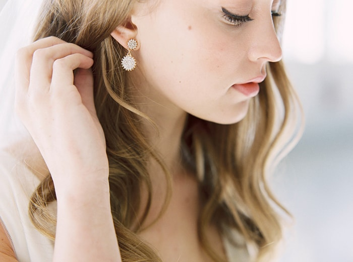 12-simple-earrings-bride
