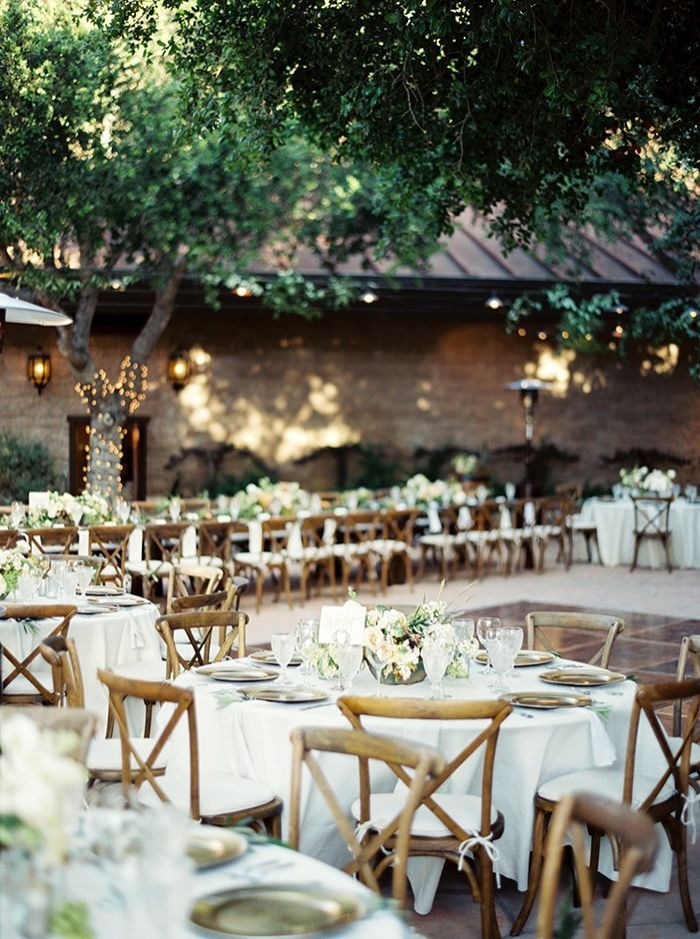 14-linen-table-wooden-chairs-reception