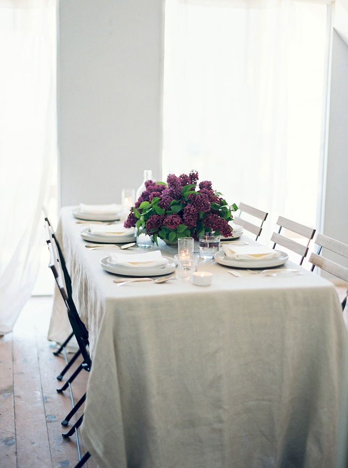 16-simple-lilac-table-decor