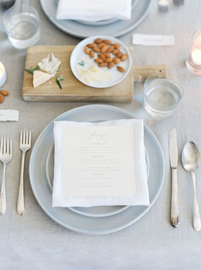 17-authentic-organic-wedding-place-setting
