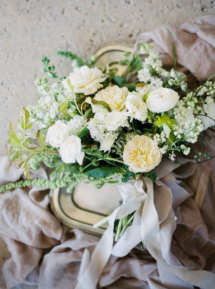 2-white-rose-ranunculus-bouquet