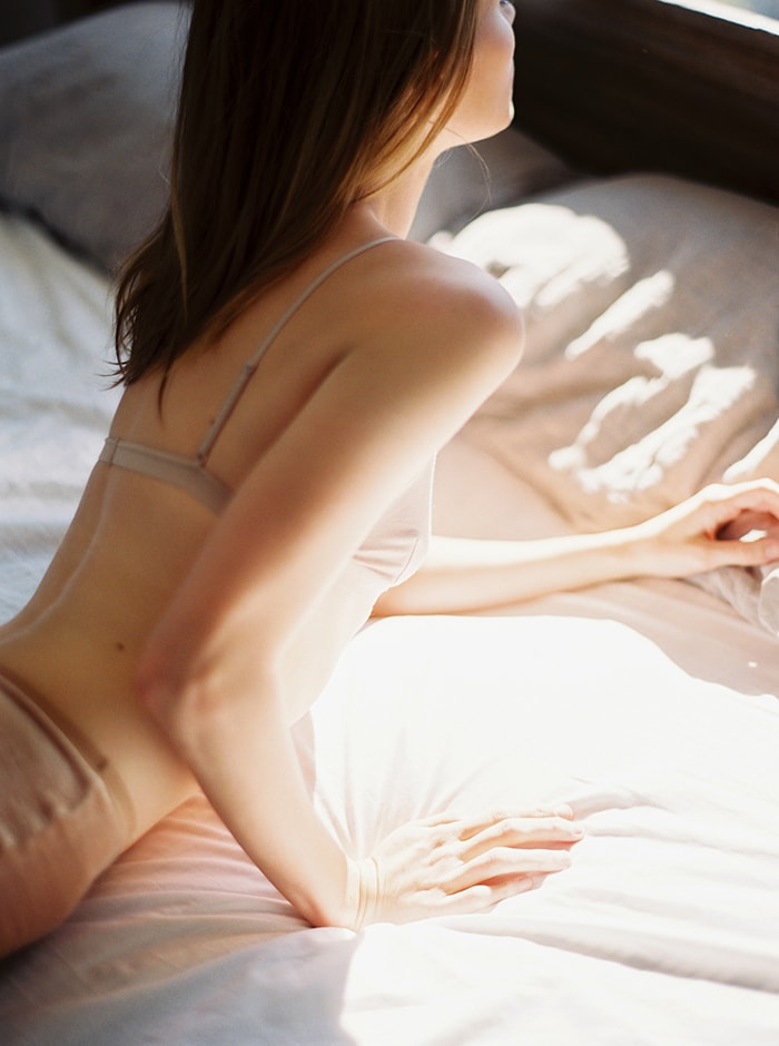 3-sun-filled-boudoir-session
