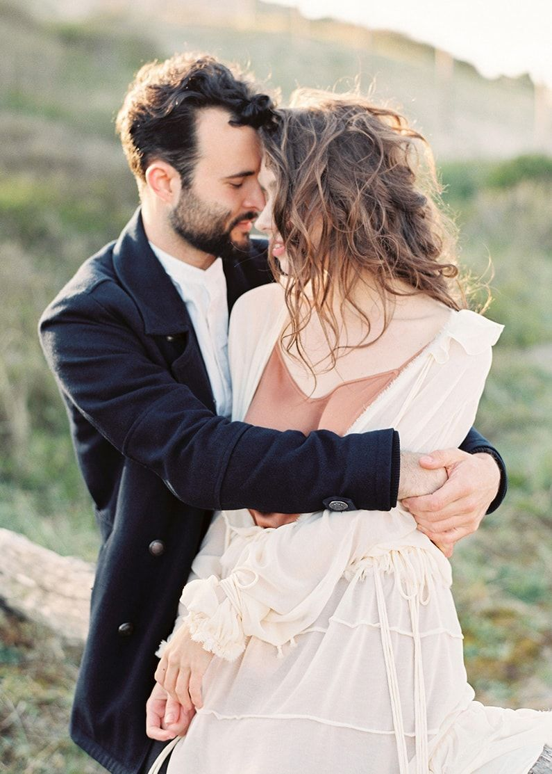 3-windblown-carefree-engagement