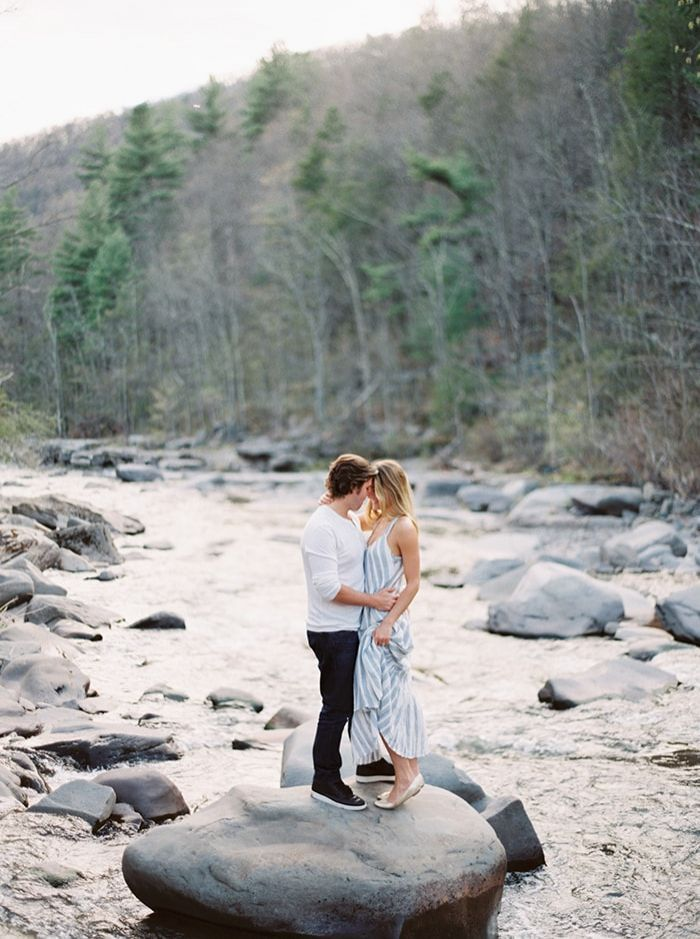 6-river-side-engagement-photography