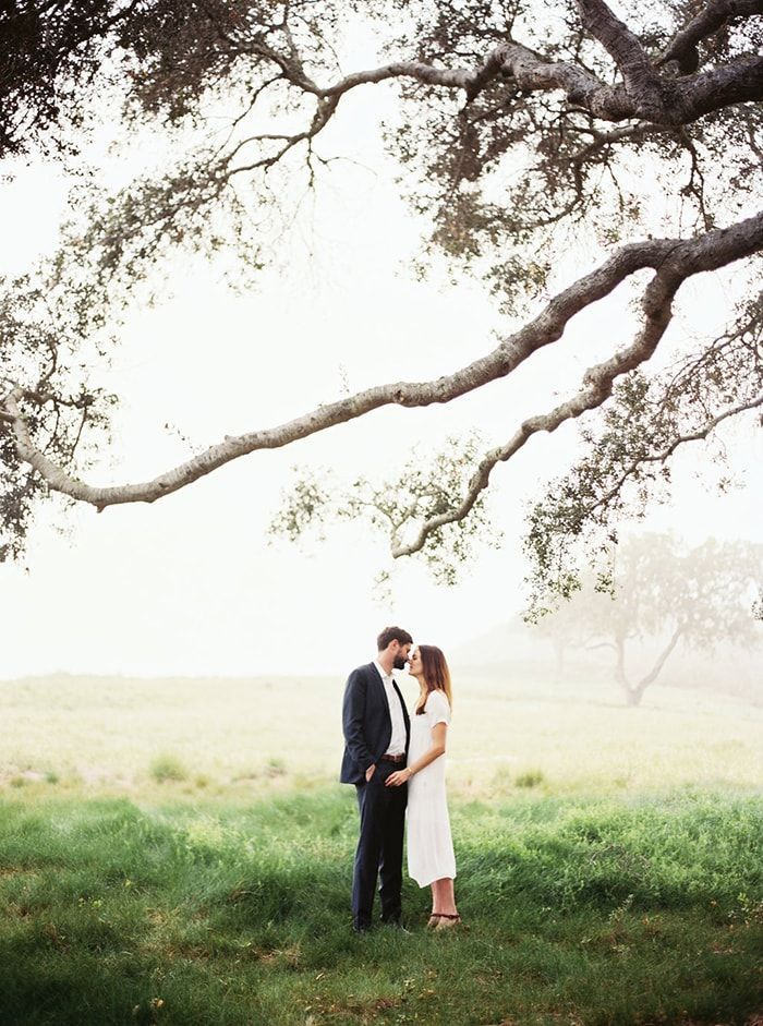9-foggy-outdoor-engagement-photos